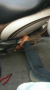 kaki-tertusuk-footstep-motor