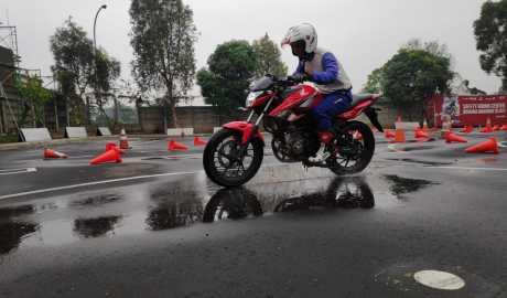 Tips Motoran Aman Saat Hujan Ala SRP Wahana