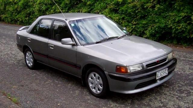 Kelebihan dan Kekurangan Sedan Mazda Familia 323