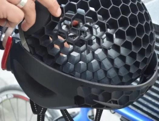 Helm Cyclo Terbuat Dari Daur Ulang Sampah