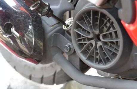 Tips Ringan Rawat Motor di Musim Hujan
