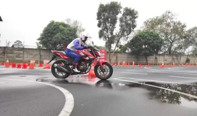 Tips Berkendara Cerdas di Musim Hujan Bersama Wahana