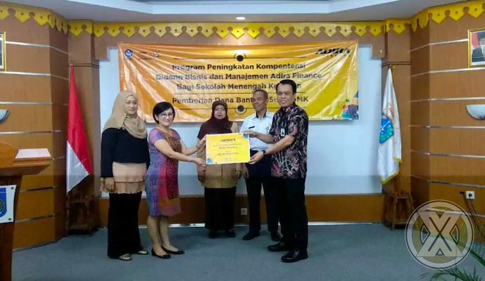 Adira Finance Berikan Bantuan Dana Pendidikan Ke 20 SMK