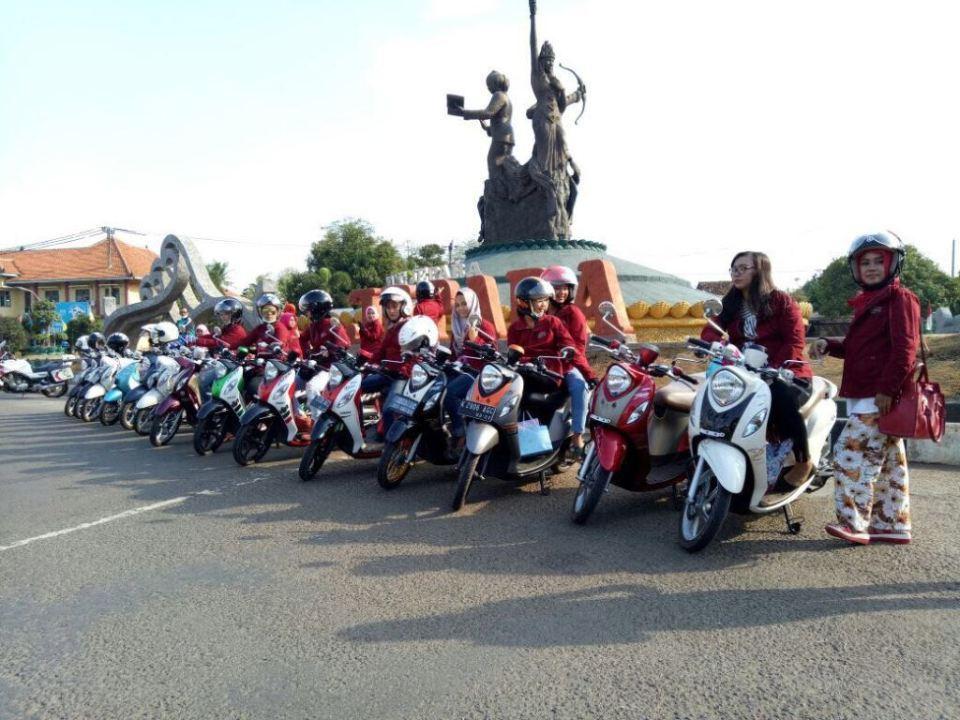 Fino Lovers di Bundaran Ngabul patung Ratu Sima, Ratu Kalinyamat, R.A.Kartini
