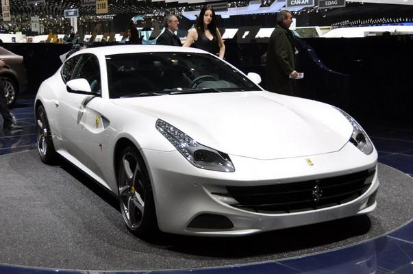 Beyaz Ferrari FF