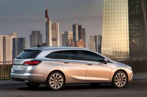 Opel Astra Sports Tourer Arka