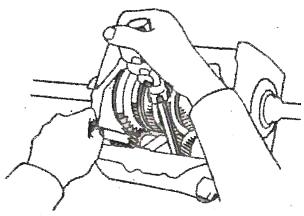 service transmisi manual pada toyota kijang dan corolla