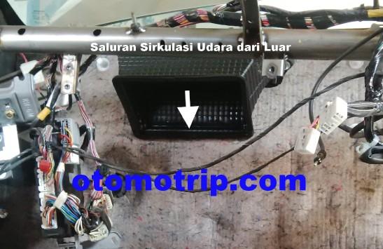 Bau Dari Luar Masuk Kedalam Kabin Membuat Ac Mobil Bau