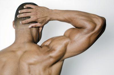 筋肉ムキムキのマッチョな男性
