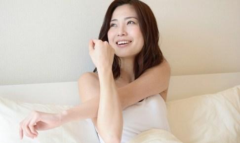 二の腕がきれいな女性の画像