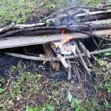 田舎暮らしの楽しみ 焚火はいいことばかり 焚火をしながら、火を見たり、音楽を聴いたり、お酒を飲んだり、食事をしたり 周りもきれいになります!!