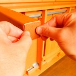 フローリングの傷防止!椅子やテーブルの脚にフェルトを貼る