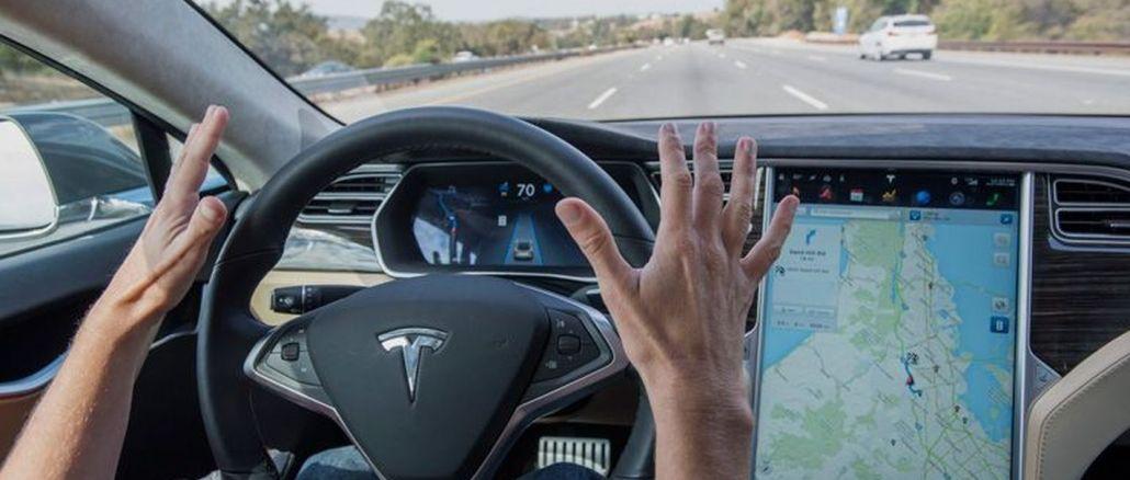 Tesla Kırmız Işıkta Kendi Kendine Durabilecek