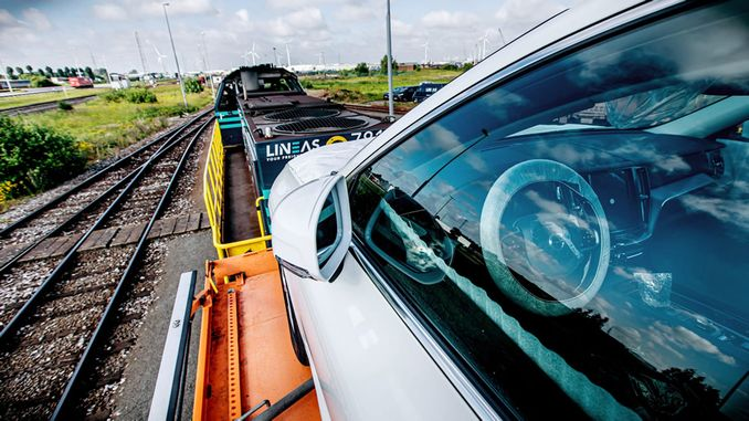 Volvo Cars Carries New Cars by Train