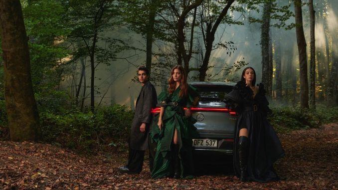 Özlem Süer Introduced Spring-Summer 2021 Collection at Mercedes-Benz Fashion Week Istanbul