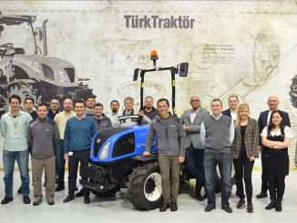 turktraktor yepyeni bir traktorunun daha ihracatina basladi