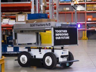 seat martorell fabrikasinda akilli mobil robotlar is basinda