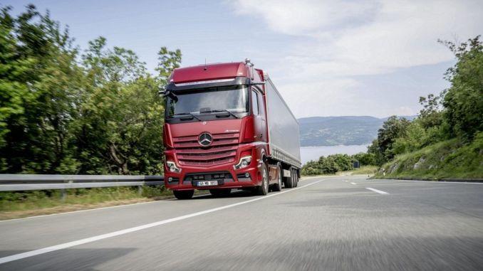 Mercedes Benz turk fullbordade framgångsrikt den första månaden i lastbilsproduktgruppen