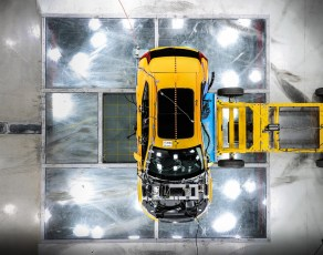 New Volvo XC40 – Crash Test side impact – from above