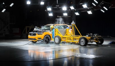 New Volvo XC40 – Crash Test side impact – from 3/4 angle
