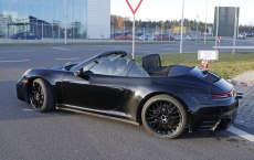 porsche-992-cabrio-spied-top-down-7