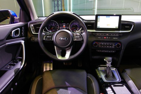 2018-kia-ceed-hatch-unveiled-56