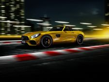 2019-mercedes-amg-gt-s-roadster-4