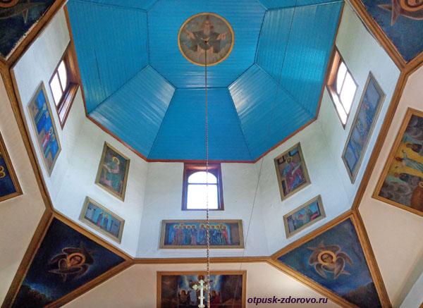 Внутри храма Георгия Победоносца, Сочи