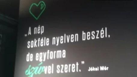 A nép sokféle nyelven beszél, de egyforma szívvel szeret. - Jókai Mór