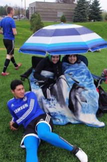 KCB8_Supportersintherain