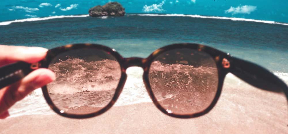 occhiali da sole in vacanza
