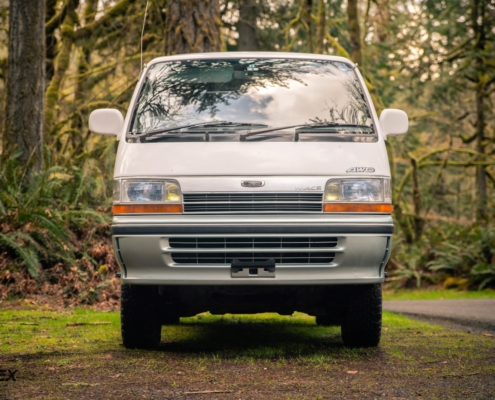 1991 Toyota Hiace Front End