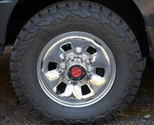 1992 Toyota Hiace Super Custom front wheel and hub