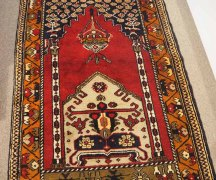 Double knotted wool on wool Prayer rug from Taspinar. Approximately 60 years old