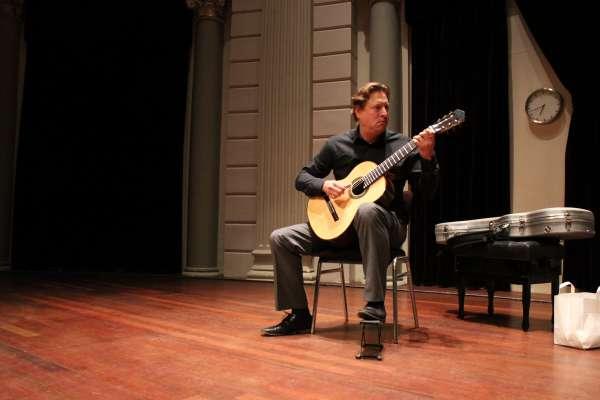 jason-vieaux-preparing-for-his-concert1