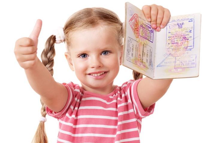 Можно ли вписать ребенка в свой загранпаспорт. Особенности загранпаспорта нового образца: можно ли вписать туда ребенка и нужно ли это делать