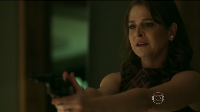 """Carolina flagra Alex e Angel na cama em """"Verdades Secretas""""; trama teve alta audiência (Foto: Reprodução/Globo)"""