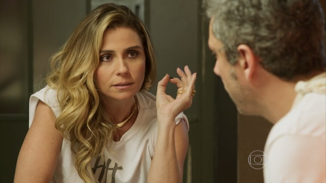 """Atena e Romero conversam em cena de """"A Regra do Jogo"""" (Foto: Reprodução/Globo)"""