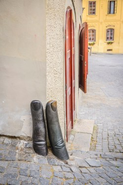 Palce w roli ochraniacza narożnika budynku