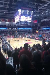 NCAA所属のUCのBearcatsのバスケを撮影したシーン