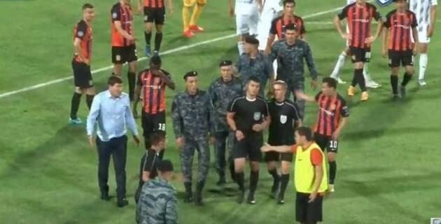 Бойцы Нацгвардии вмешались в концовку матча в Шымкенте