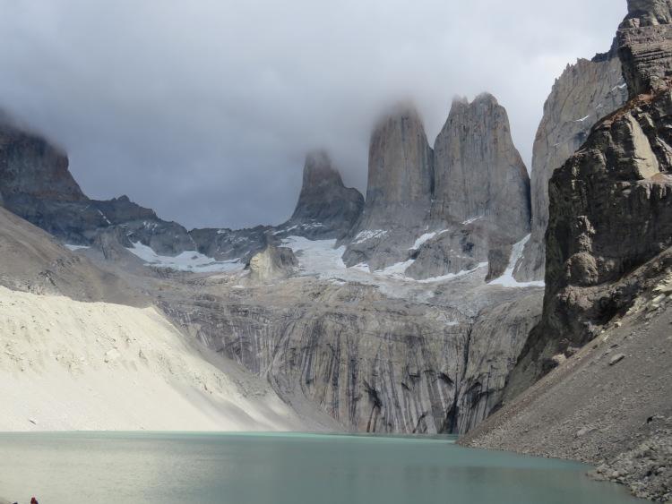 Lac au pied de las torres Torres del Paine Patagonie Chili