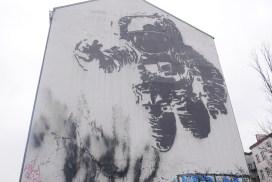 berlin street art astronaute