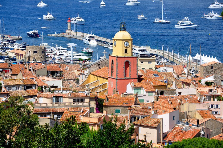 Saint-Tropez_-_Vue_générale,_église,_phare