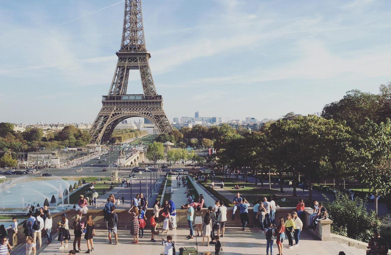 巴黎鐵塔照在夏佑宮