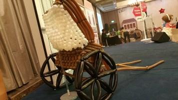 Retro balloon trishaw sculpture display (6)