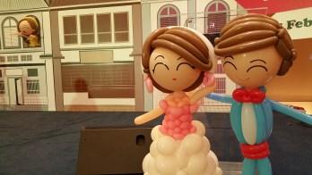 Retro balloon wedding couple (4)