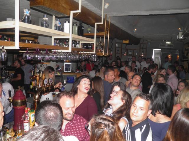 Πήρε «φωτιά», το βράδυ της Δευτέρας 26/6, τo «Pinelo» bar στην Κοζάνη, με guest τη Χρύσπα, για τα  4 χρόνια λειτουργίας του