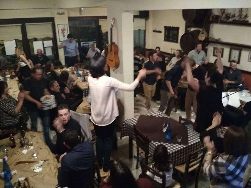 Παλιό Καλό Λαϊκό τραγούδι στο Τσιπουράδικον του Θωμά στην Καστοριά, την Τετάρτη 17 Ιανουαρίου