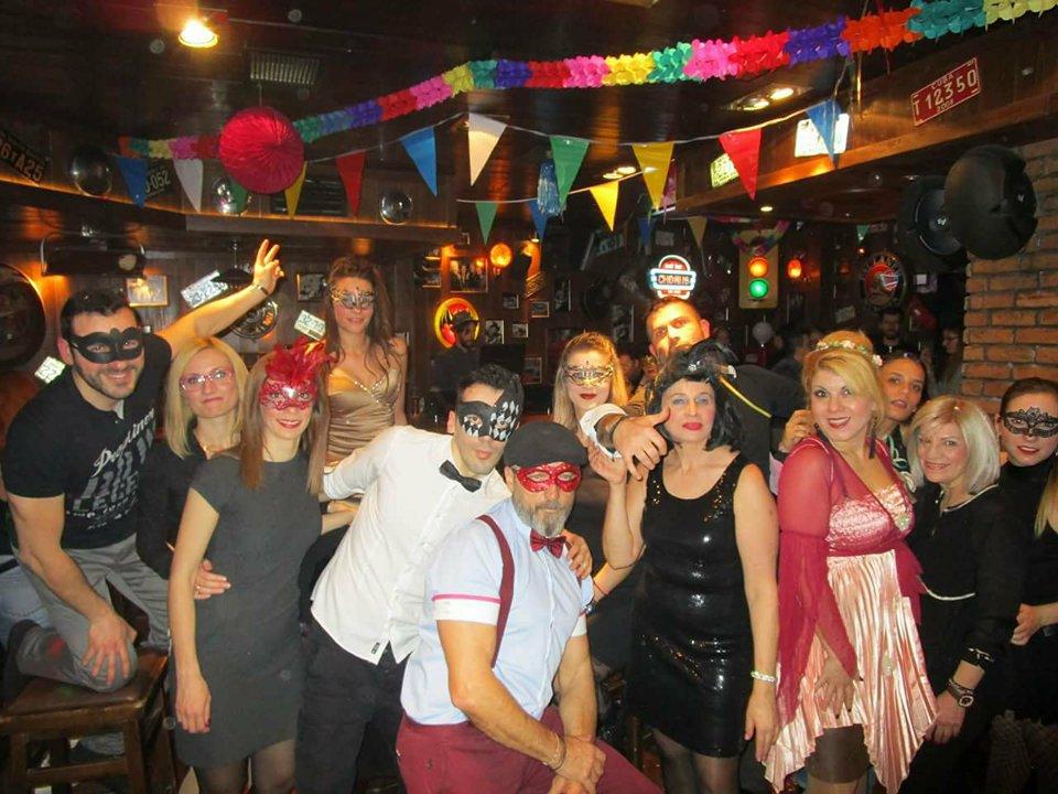 Τρελό κέφι από την ομάδα YO BAILO, στο Latin Party Maske πάρτι, με θέμα «50 αποχρώσεις του γκρι» το βράδυ της Τρίτης 13 Φεβρουαρίου στο Chorus RockBar